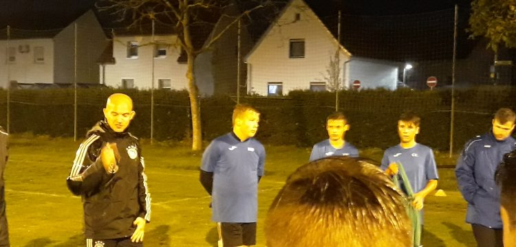 U15-Juniorennationaltrainer Marc-Patrick Meister bei SG Juniorentraining.